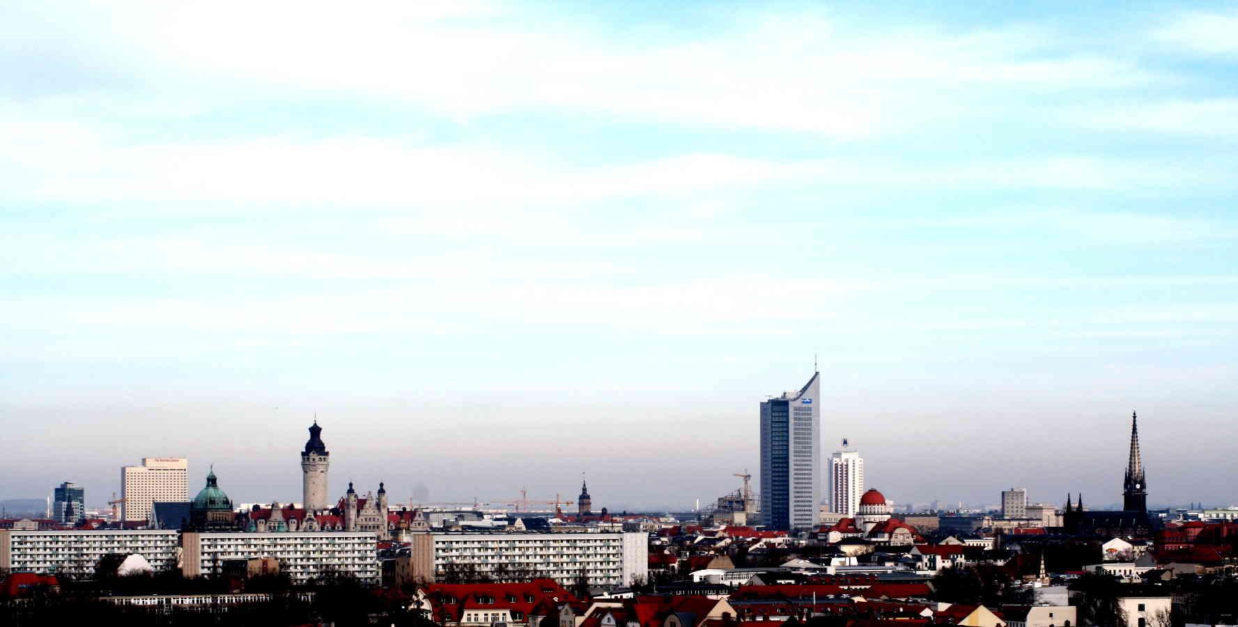 Leipzig Biketours - Leipzig Panorama vom Fokeberg. Neues Rathaus und Uni Riese